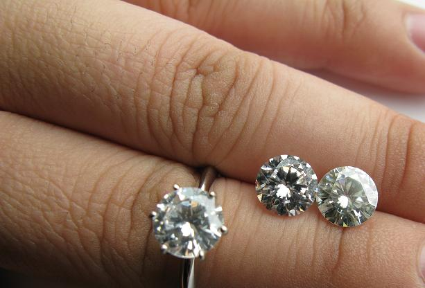 It is a comparison from left to right of a cz asha and moissanite